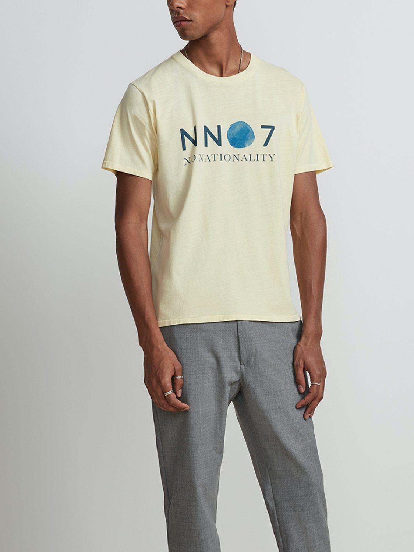 NN07 - Mauro Tee Print Yellow 3460 | GATE 36 Hobro