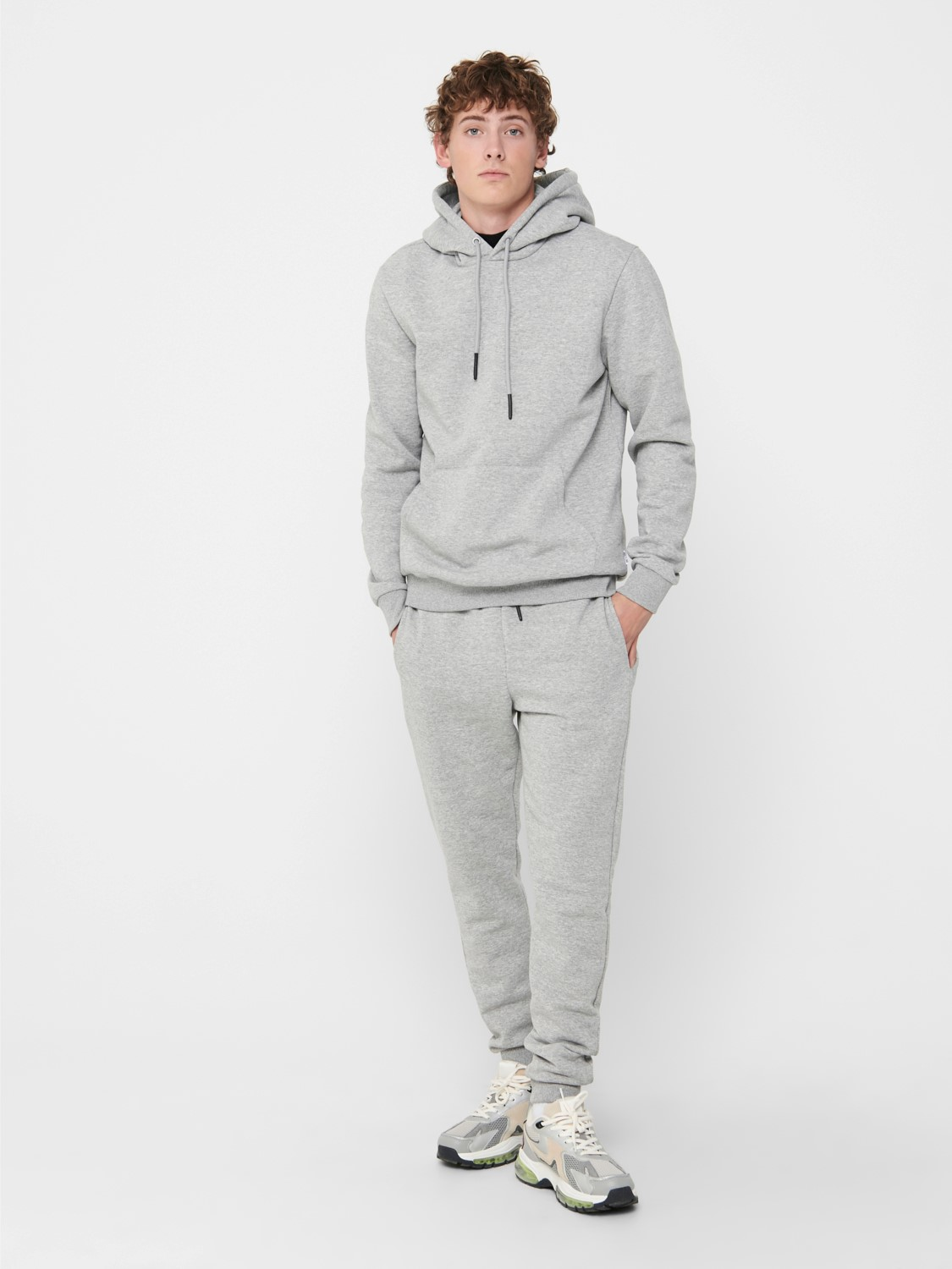 ONLY & SONS - ONSCERES HOODIE GREY | GATE 36 Hobro
