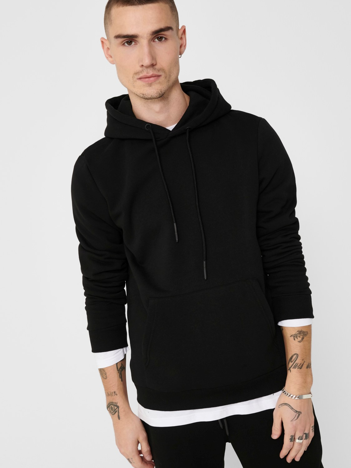 ONLY & SONS - ONSCERES HOODIE BLACK | GATE 36 Hobro